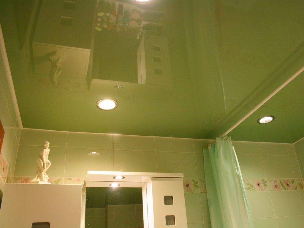 Натяжні стелі у ванну
