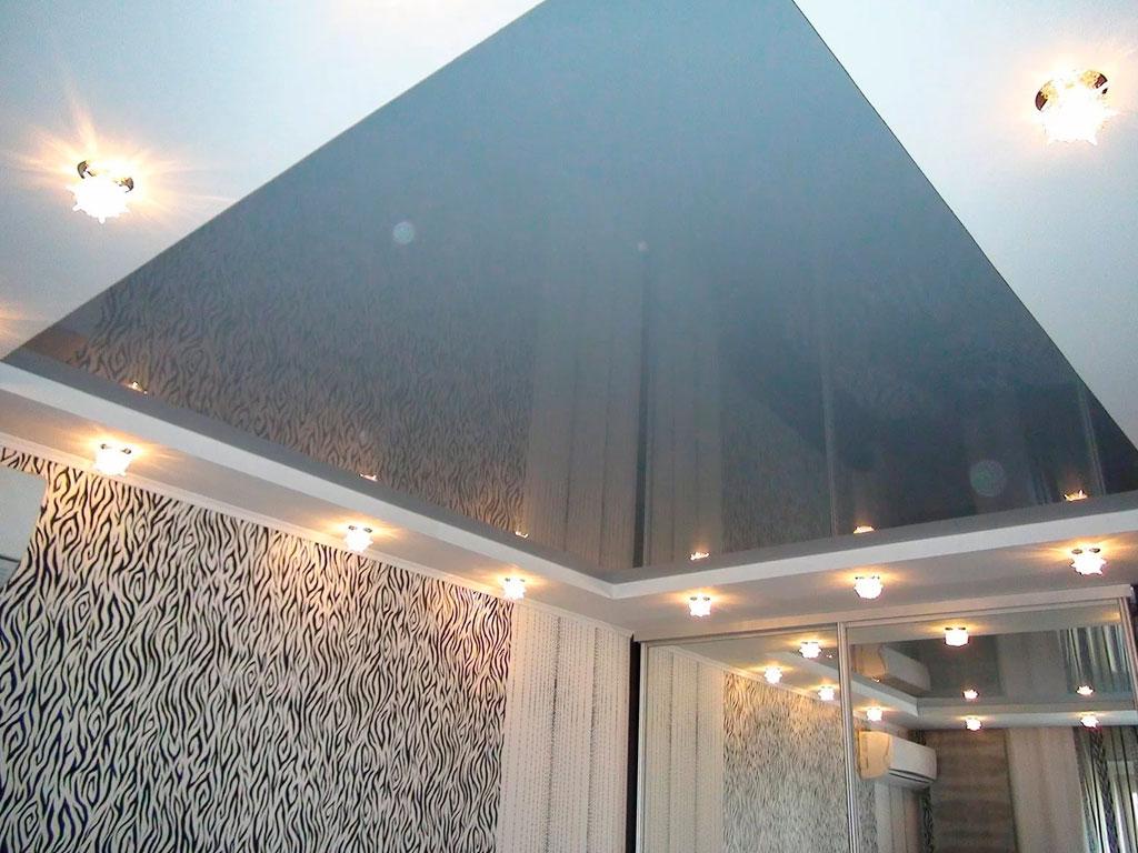 Дизайн натяжных потолков в гостиной, потолки от производителя.