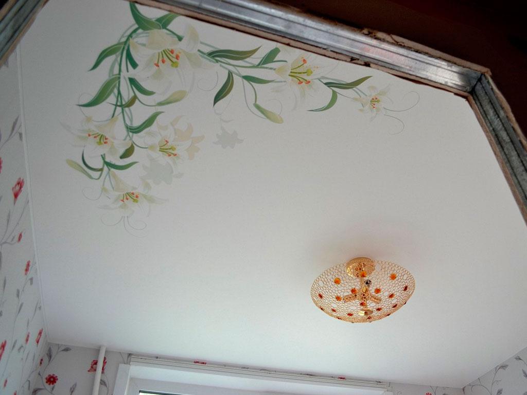 Тканевый натяжной потолок в кухне, цены от производителя в Москве.