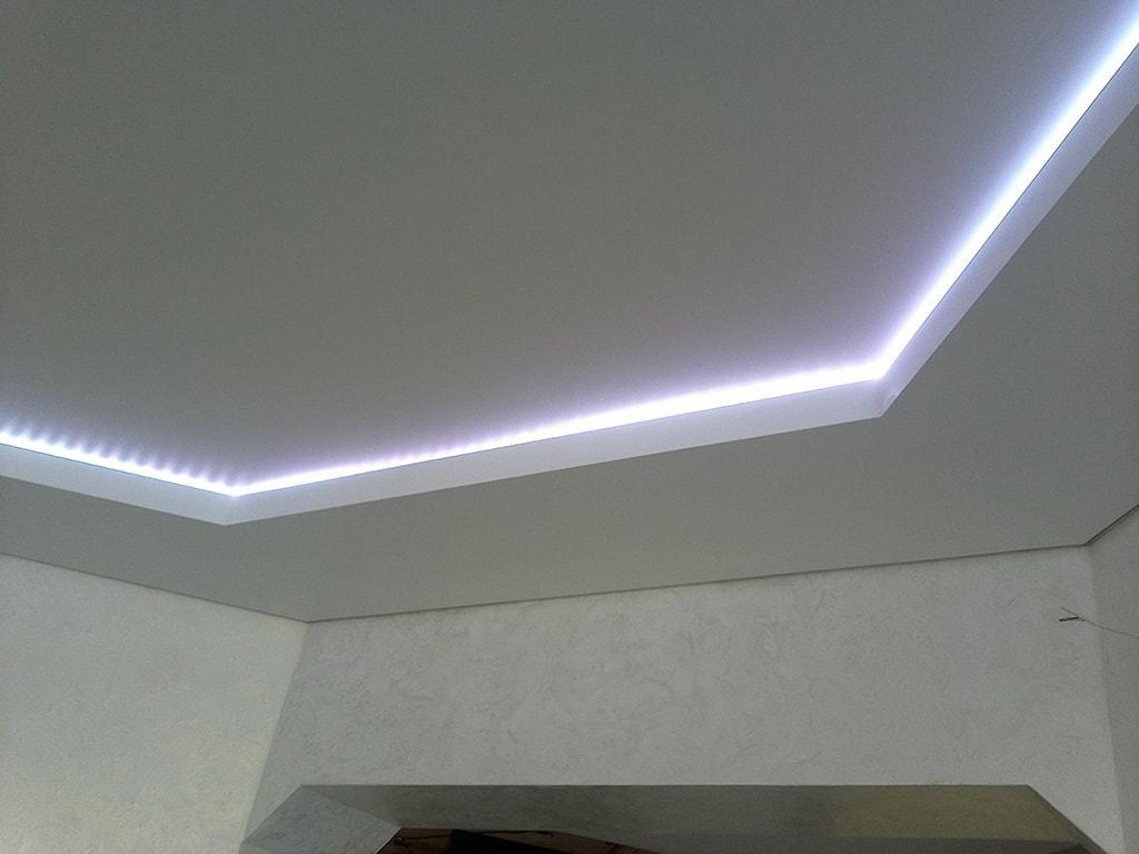 Натяжные потолки со светодиодной подсветкой от производителя в Москве.