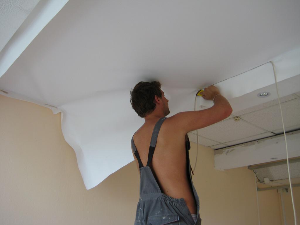 Заміна ПВХ полотна натяжної стелі в Вінниці