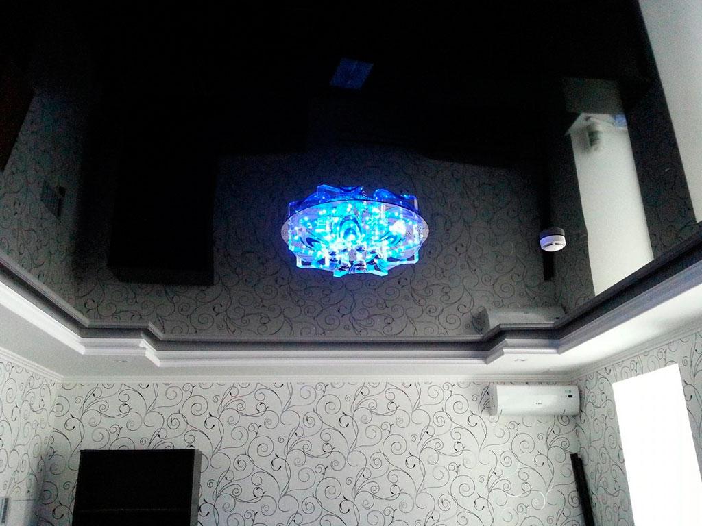 Глянцевый натяжной потолок от производителя, компания Потолок Мастер.