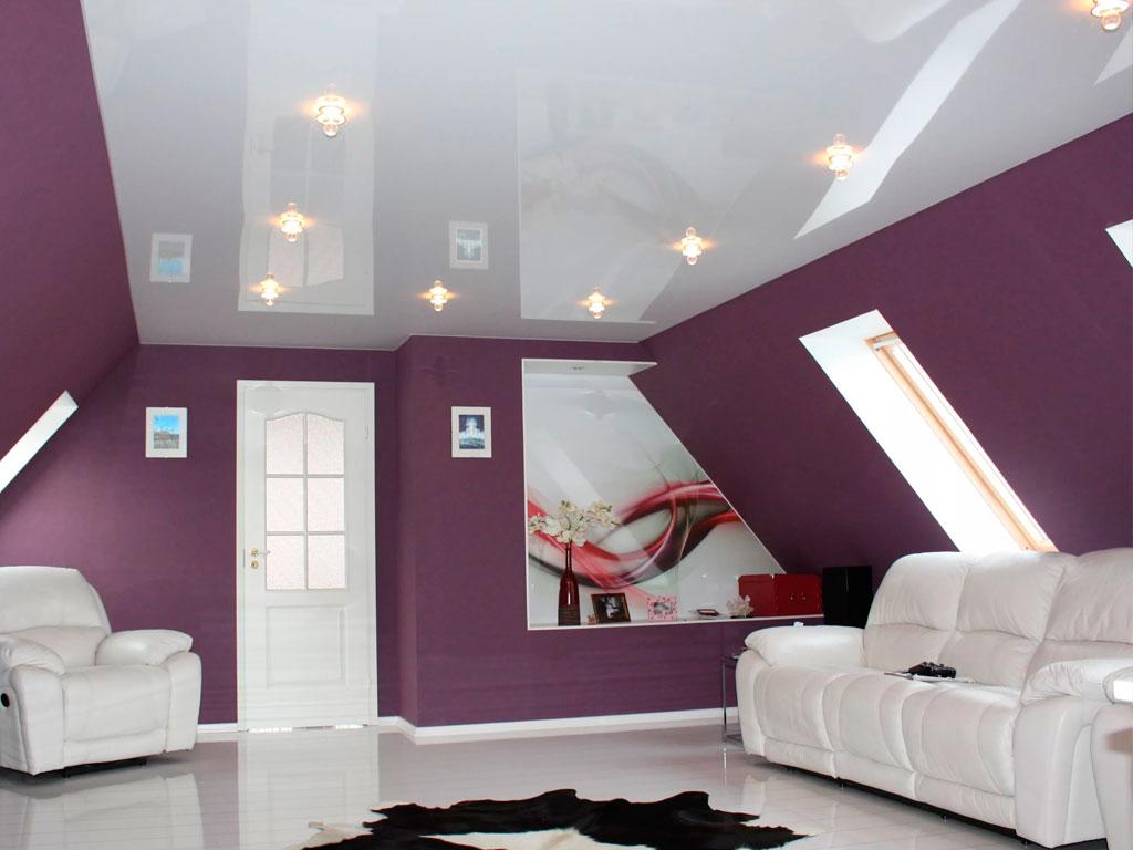 Белый глянцевый натяжной потолок от компании производителя Потолок Мастер.