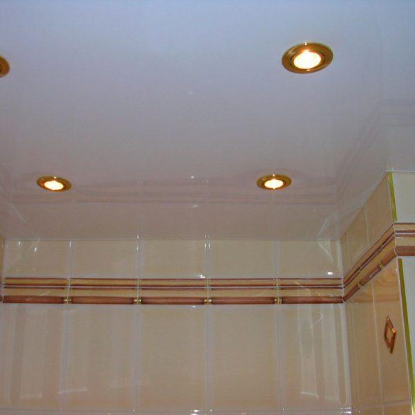 Натяжна стеля у ванну