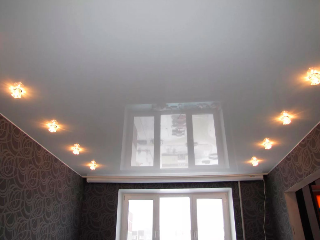 Глянцевый потолок натяжной с подсветкой цена в Москве от производителя